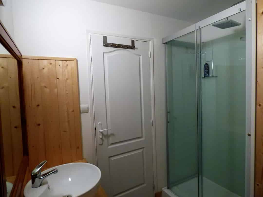 Top floor shower room